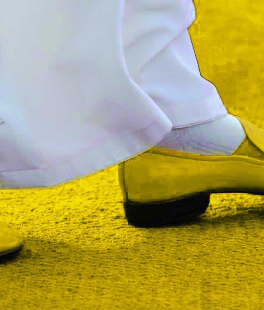 konklave-gelb width=