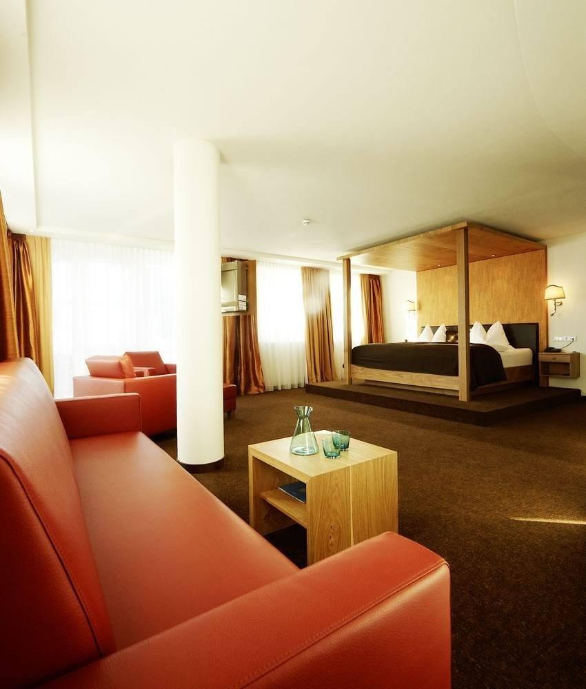 turm-suite-deluxe-wohn-schlafzimmer